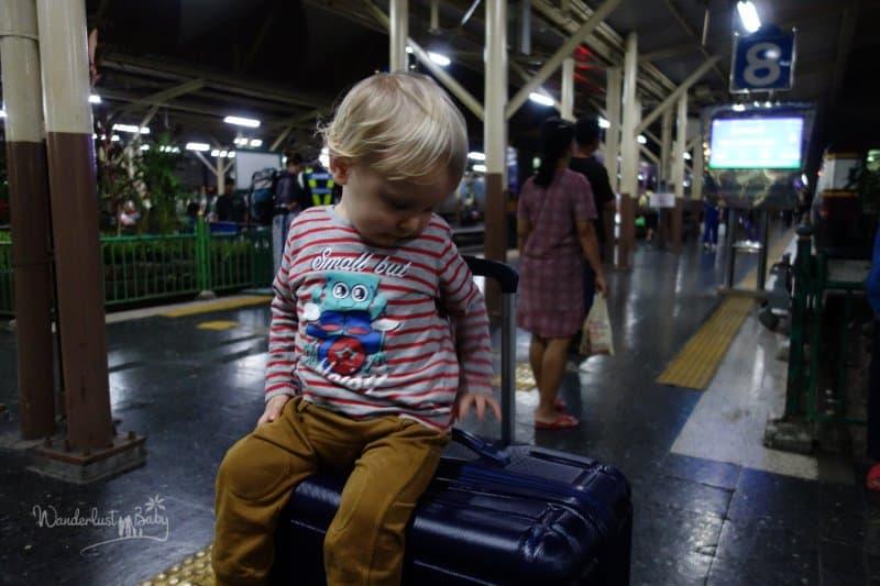 Mit Kind im Nachtzug in Thailand