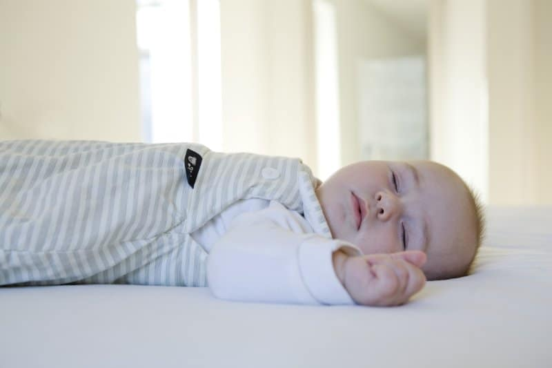 idealer schlafsack f r neugeborene tipps zum gesunden. Black Bedroom Furniture Sets. Home Design Ideas