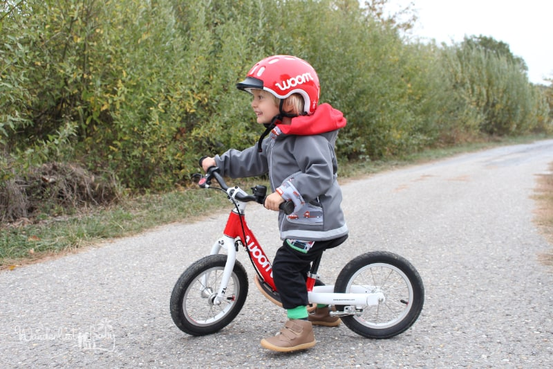 Kind auf dem Laufrad