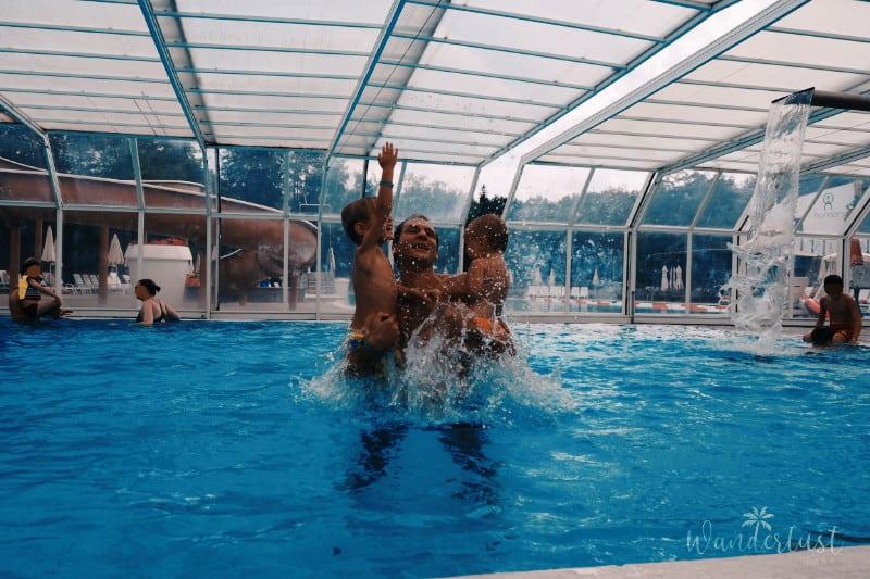 Mit Kindern im Pool